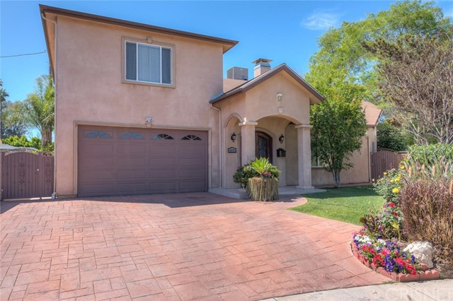 Single Family Home for Sale at 6973 Varna Avenue Valley Glen, California 91405 United States