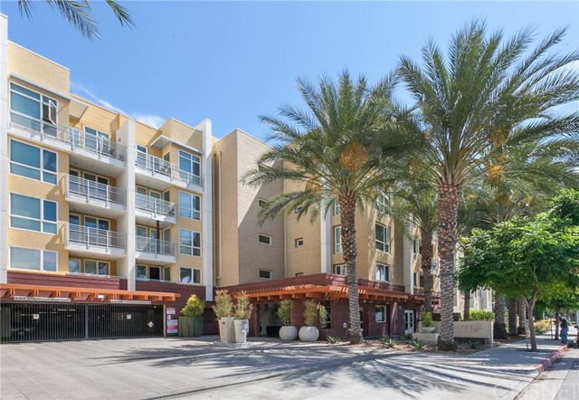 Photo of 21301 Erwin Street #217, Woodland Hills, CA 91367