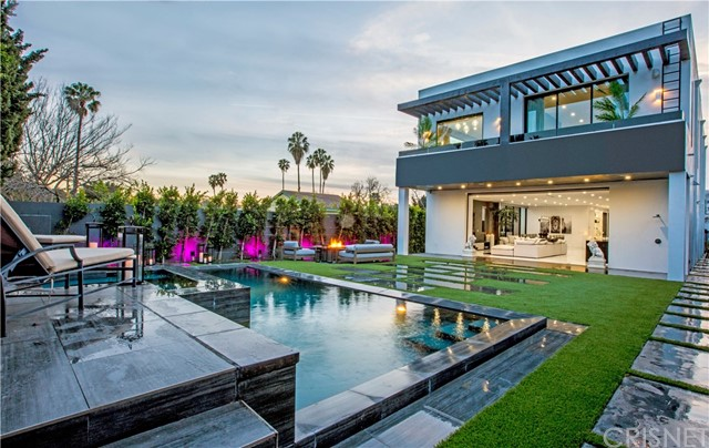 Single Family Home for Sale at 630 Martel Avenue N Los Angeles, California 90036 United States