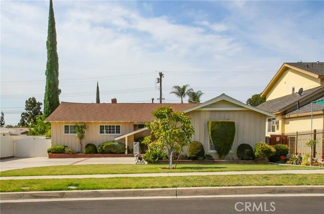 17234 Flanders Street, Granada Hills CA: http://media.crmls.org/mediascn/683e9499-3eb0-4f6c-bab5-a32a0e52eeca.jpg
