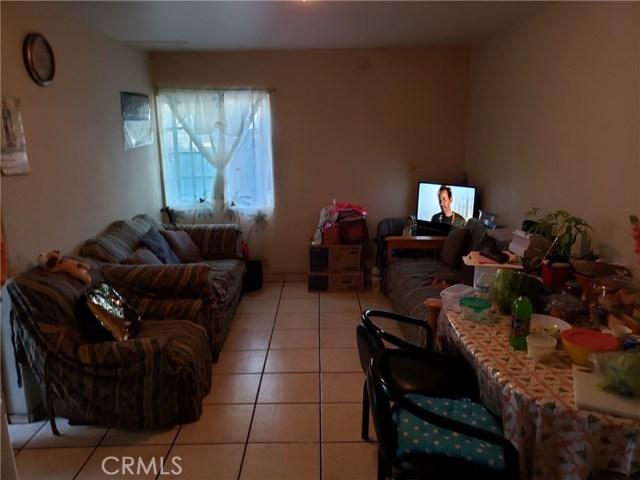 12479 Bradley Avenue, Sylmar CA: http://media.crmls.org/mediascn/6845c8de-46ab-41aa-b218-61b6ffc1d9fe.jpg