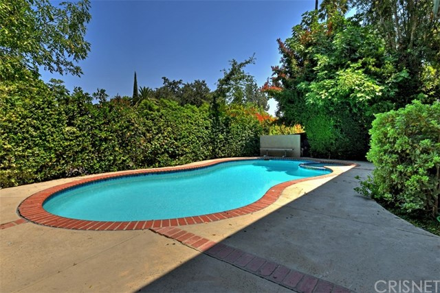 23307 Weller Place, Woodland Hills CA: http://media.crmls.org/mediascn/68888839-3c3e-4da5-9287-db92684fc2f4.jpg