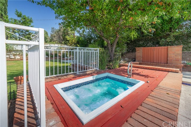 9524 Texhoma Avenue, Northridge CA: http://media.crmls.org/mediascn/688fd931-02e6-481f-95ae-d7bd8d649685.jpg