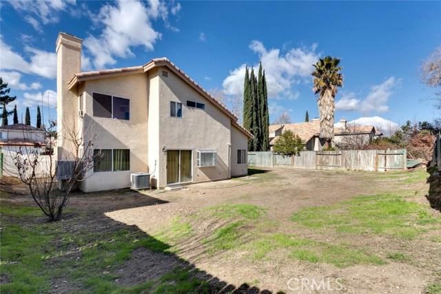 44222 Lively Avenue, Lancaster CA: http://media.crmls.org/mediascn/6896eb66-6357-4dda-b179-e3e421636837.jpg