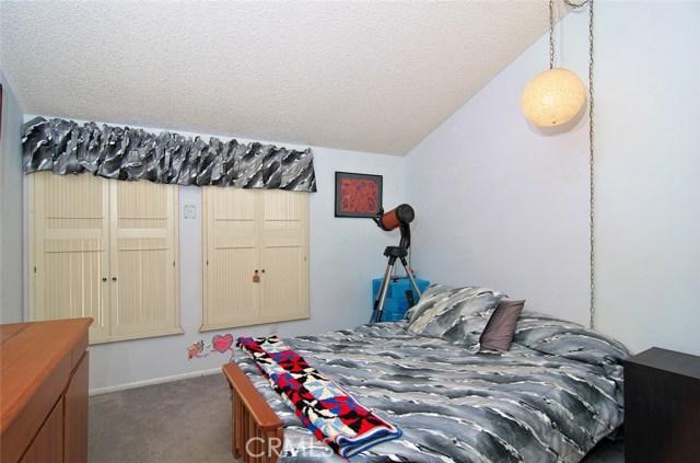 4419 Da Vinci Avenue, Woodland Hills CA: http://media.crmls.org/mediascn/6965c883-638a-4fe3-bd76-67004b4398e4.jpg