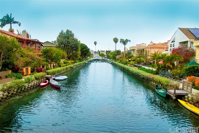 214 Sherman Canal, Venice CA: http://media.crmls.org/mediascn/697f15e9-69f1-4faf-a895-746012547faf.jpg