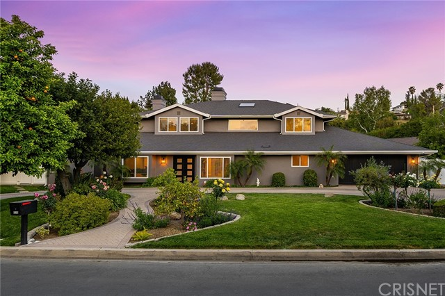 6140 Fenwood Avenue, Woodland Hills CA: http://media.crmls.org/mediascn/698286e9-2d95-4401-b9d8-eca136d486c9.jpg