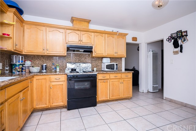 11345 Hatteras Street, North Hollywood CA: http://media.crmls.org/mediascn/69bcf79e-2ed4-4231-966e-4d029d96aac7.jpg