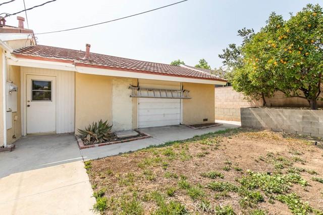 10920 Garden Grove Avenue, Northridge CA: http://media.crmls.org/mediascn/69be7820-02a2-4775-8b97-528f1d49faef.jpg