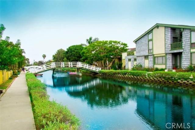 214 Sherman Canal, Venice CA: http://media.crmls.org/mediascn/69c7ef63-9964-45ba-ab92-b080f9b6dd6e.jpg