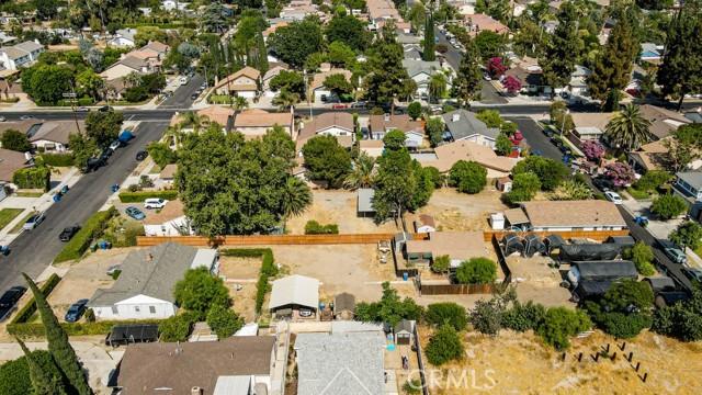 18320 Arminta Street, Reseda CA: http://media.crmls.org/mediascn/6a5c5607-56a1-47f5-b2b6-43b146633aba.jpg