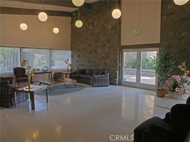 26447 Circle Knoll Court, Newhall CA: http://media.crmls.org/mediascn/6a9ba823-8b51-4cf1-8957-f18acbd8c733.jpg