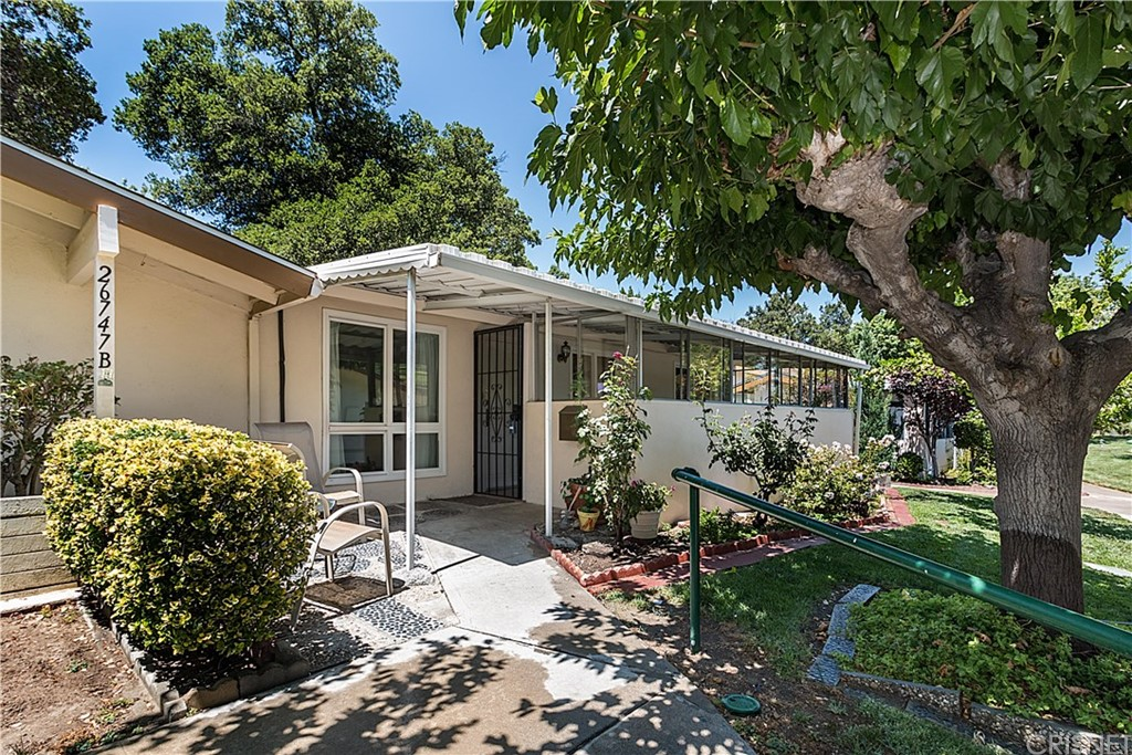26747 WHISPERING LEAVES Drive B, Newhall, CA 91321