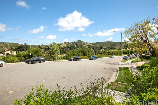 4345 Freedom Drive, Calabasas CA: http://media.crmls.org/mediascn/6ae3b344-ad18-4ef8-95ff-0dcf1735118d.jpg