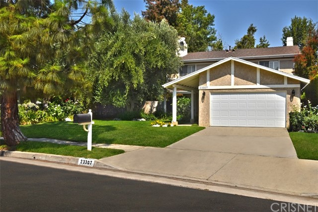 23307 Weller Place, Woodland Hills CA: http://media.crmls.org/mediascn/6b8ba349-92fc-4410-a9d5-b9b4013505d3.jpg
