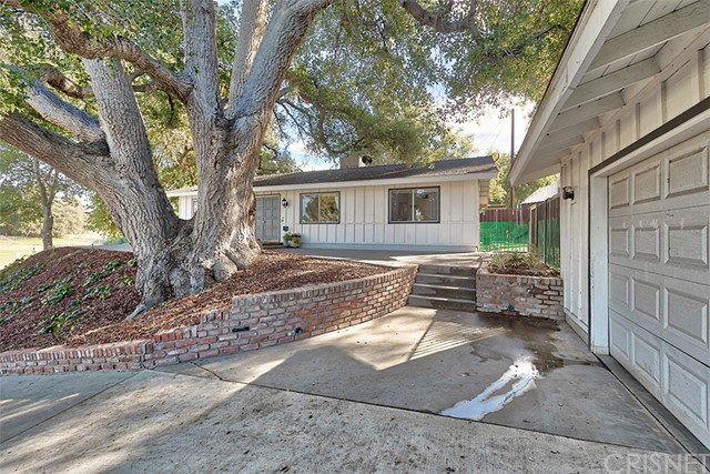 24719 Peachland Avenue Newhall, CA 91321 - MLS #: SR18019632