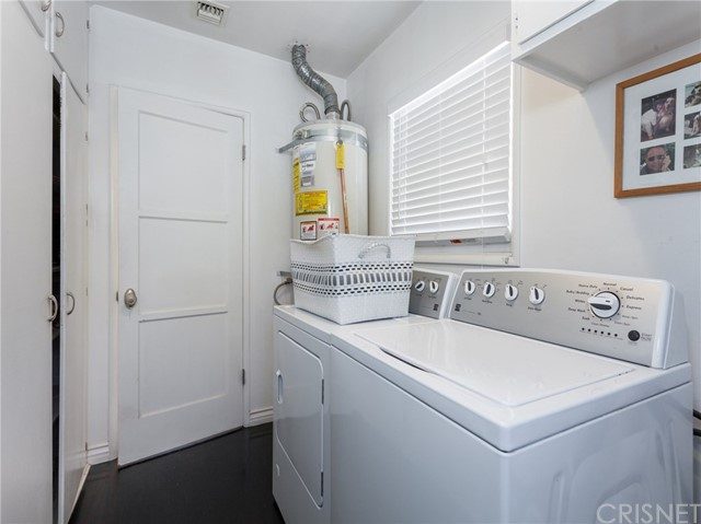 13207 Weddington Street, Sherman Oaks CA: http://media.crmls.org/mediascn/6be52b10-0b9b-4192-a04b-a5ee1905014b.jpg