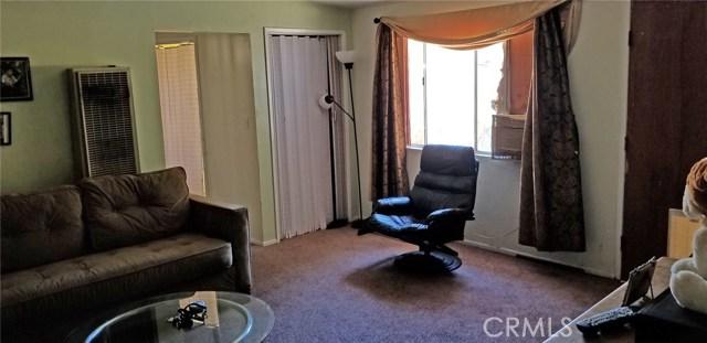 25022 Newhall Avenue, Newhall CA: http://media.crmls.org/mediascn/6c1d5322-6ef9-4c16-87d8-d22483682ac8.jpg