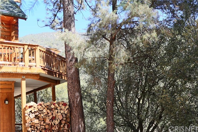 15817 Edgewood Way, Pine Mtn Club CA: http://media.crmls.org/mediascn/6c336810-088c-4da9-be64-0ed7bf020827.jpg