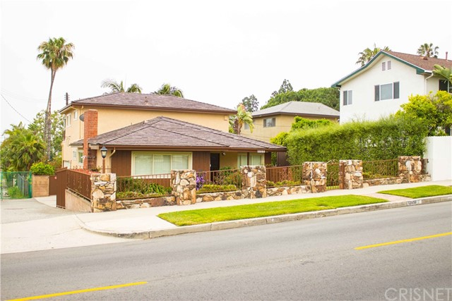 Single Family Home for Rent at 12050 Palms Boulevard Mar Vista, California 90066 United States