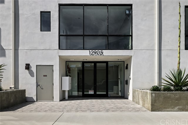 12905 Landale Street, Studio City CA: http://media.crmls.org/mediascn/6c5f7489-c432-48b7-bb21-5f3a708d8100.jpg
