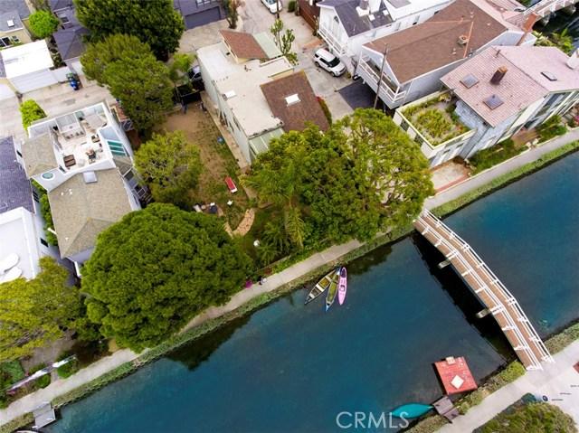 214 Sherman Canal, Venice CA: http://media.crmls.org/mediascn/6cbb015b-f95a-486a-8e87-a35d6dfd439b.jpg