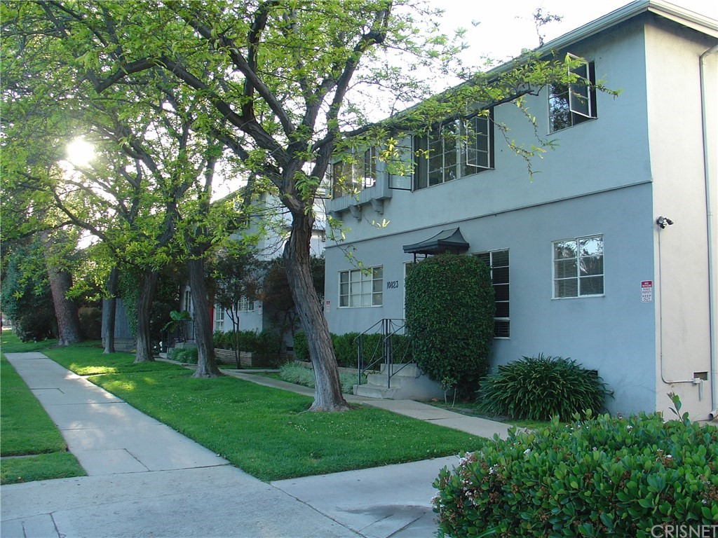 Photo of 10823 WHIPPLE STREET #6, Toluca Lake, CA 91602