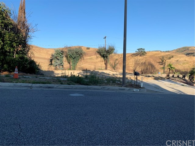 5460 Parkmor Road, Calabasas CA: http://media.crmls.org/mediascn/6cdaf608-b38a-4afa-90b5-5f4730829f81.jpg