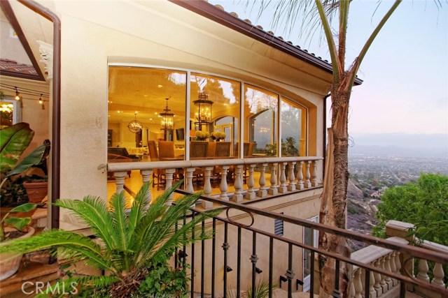 1175 San Clemente Way, Camarillo CA: http://media.crmls.org/mediascn/6ce41b8a-d436-45ba-aef4-a9bf6f7b04fd.jpg