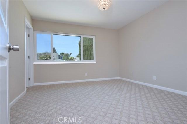 1706 Regan Circle, Simi Valley CA: http://media.crmls.org/mediascn/6cecea44-5ba8-4620-aef4-41f61b1aa427.jpg