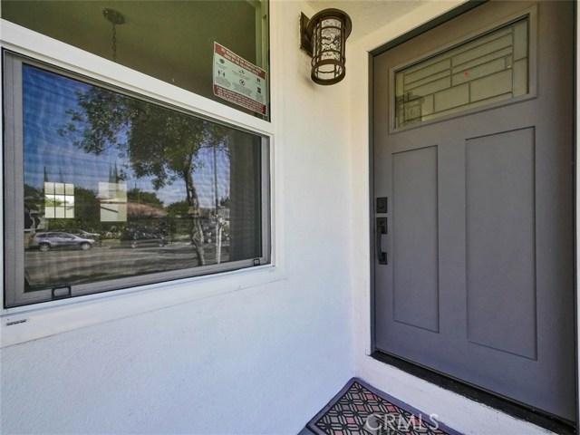 6920 6918 Corbin Avenue, Reseda CA: http://media.crmls.org/mediascn/6d392ea9-d0c4-490f-83a9-1708a984bbc8.jpg