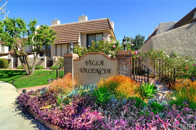 Townhouse for Sale at 6226 Nita Avenue 6226 Nita Avenue Woodland Hills, California 91367 United States
