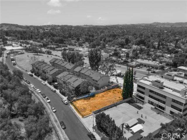 22949 del valle, Woodland Hills CA: http://media.crmls.org/mediascn/6d6e5a1a-05df-4b56-a605-c4809812cffe.jpg