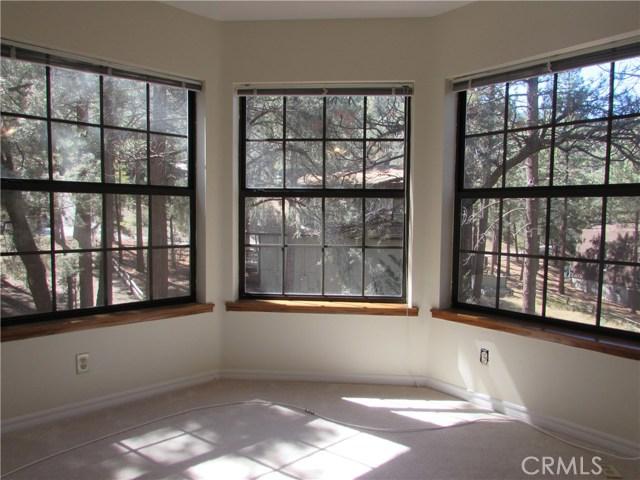 2117 Cypress Way, Pine Mtn Club CA: http://media.crmls.org/mediascn/6da640d0-0a0e-4fde-8c8f-e6676c16fca1.jpg