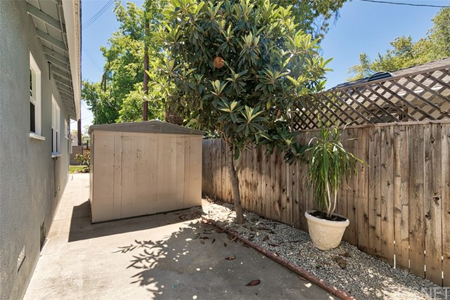 7642 Independence Avenue, Canoga Park CA: http://media.crmls.org/mediascn/6dcc4e67-e11d-4721-99b6-f21e21ad8dea.jpg