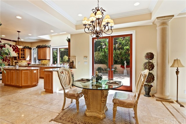 5340 Corbin Avenue, Tarzana CA: http://media.crmls.org/mediascn/6e228303-a156-46b0-bcb5-0cff34ea4a7a.jpg