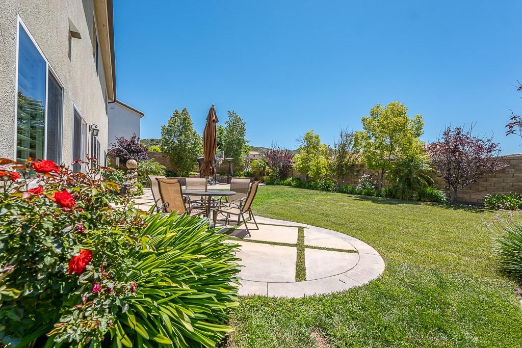 16942 White Pine Way, Canyon Country CA: http://media.crmls.org/mediascn/6e6eb635-d6e6-429e-ad1e-0dbea7aa6847.jpg