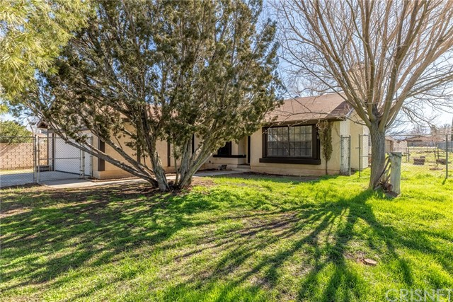 4804 W Avenue L, Lancaster CA: http://media.crmls.org/mediascn/6ee07ee9-f0c6-4f7a-b346-42e2004c76cd.jpg
