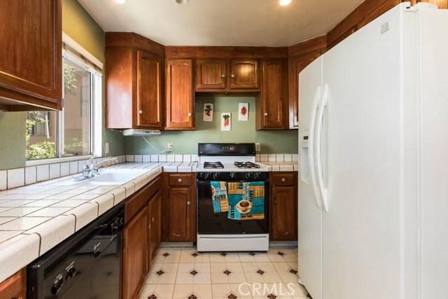 14018 Vanowen Street, Valley Glen CA: http://media.crmls.org/mediascn/6eeb47d6-4932-4bcf-a010-62233f2e9db2.jpg
