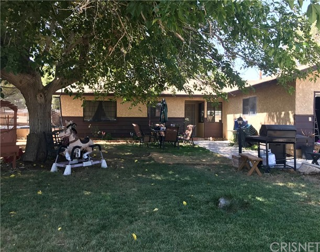 38017 13th E Street, Palmdale CA: http://media.crmls.org/mediascn/6ef72bc7-fe9c-4734-8b23-efdfdb140e8a.jpg