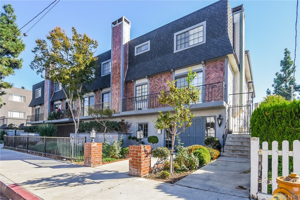 Photo of 15322 WEDDINGTON STREET #8, Sherman Oaks, CA 91411