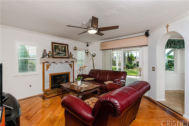 12646 Hubbard Street, Sylmar CA: http://media.crmls.org/mediascn/6f8d0455-8e92-4816-be27-57dbd0710505.jpg