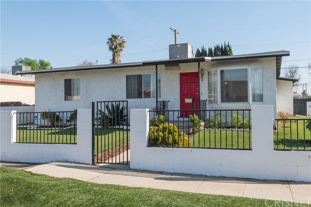 Maison unifamiliale pour l Vente à 13580 Reliance Street 13580 Reliance Street Arleta, Californie 91331 États-Unis
