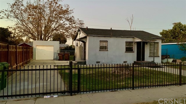 Detail Gallery Image 1 of 1 For 917 W 134th Pl, Compton,  CA 90222 - 2 Beds | 1 Baths