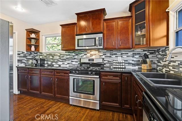 6601 Enfield Avenue, Reseda CA: http://media.crmls.org/mediascn/7006e43f-817e-4ef1-a900-19524aa48442.jpg