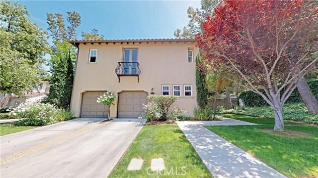 26900 Monterey Avenue, Valencia CA: http://media.crmls.org/mediascn/70241572-ff02-4705-9319-51bec1f9503b.jpg