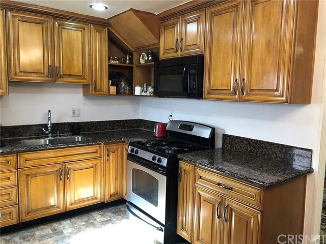 17053 Roscoe Boulevard, Northridge CA: http://media.crmls.org/mediascn/7034c0d5-8325-4f27-9a21-d05274d1faff.jpg