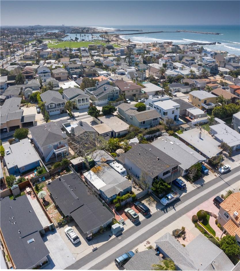 1238 1240 Devon Lane, Ventura CA: http://media.crmls.org/mediascn/705d8026-9a54-48c3-a2f9-309405846059.jpg