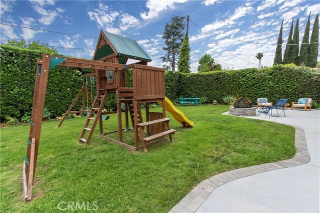 13854 Valleyheart Drive, Sherman Oaks CA: http://media.crmls.org/mediascn/7073d750-f8ba-4366-ad7a-ad9961de268a.jpg
