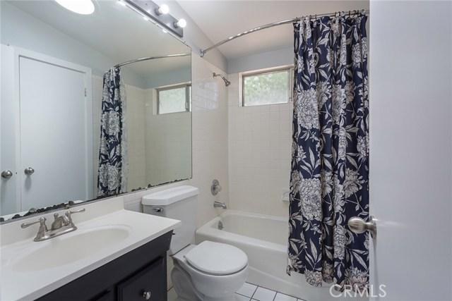 869 Yorkshire Avenue, Thousand Oaks CA: http://media.crmls.org/mediascn/70a22748-25ea-4c1c-9d78-099510a4bfbe.jpg